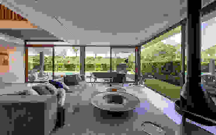 Modern living room by Ruschel Arquitetura e Urbanismo Modern Wood Wood effect