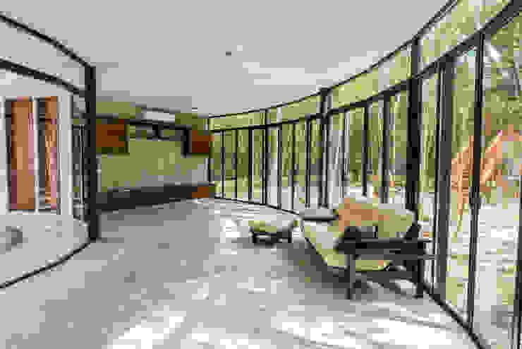 现代客厅設計點子、靈感 & 圖片 根據 CO-TA ARQUITECTURA 現代風