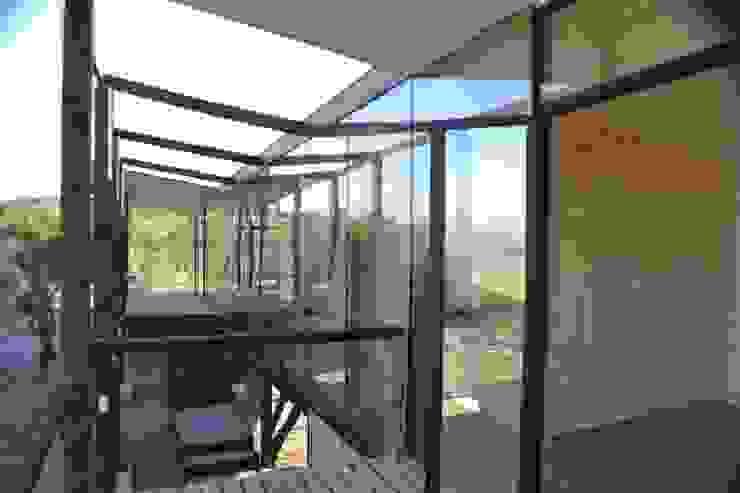 Terraza hacia casa Casas estilo moderno: ideas, arquitectura e imágenes de homify Moderno