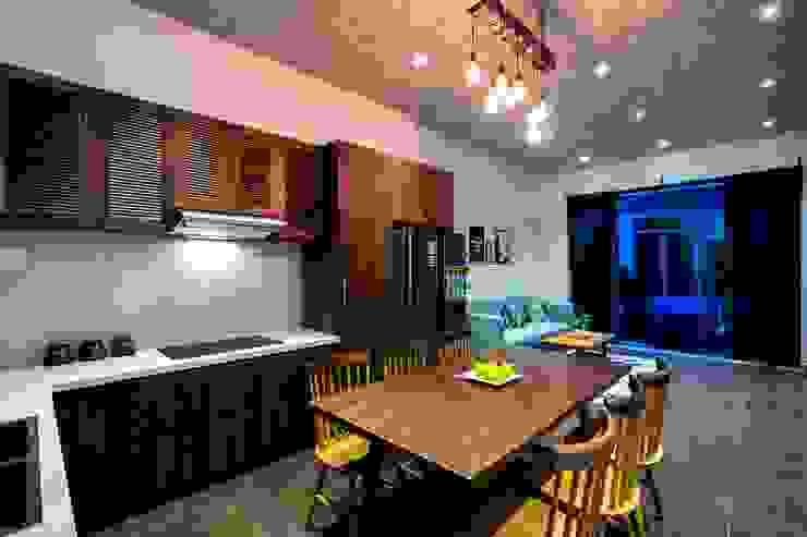 Thiết Kế Nhà 3 Tầng 5x8m Thoáng Mát Với Chi Phí 900 Triệu Ở Gò Vấp Phòng ăn phong cách hiện đại bởi Công ty TNHH Xây Dựng TM – DV Song Phát Hiện đại