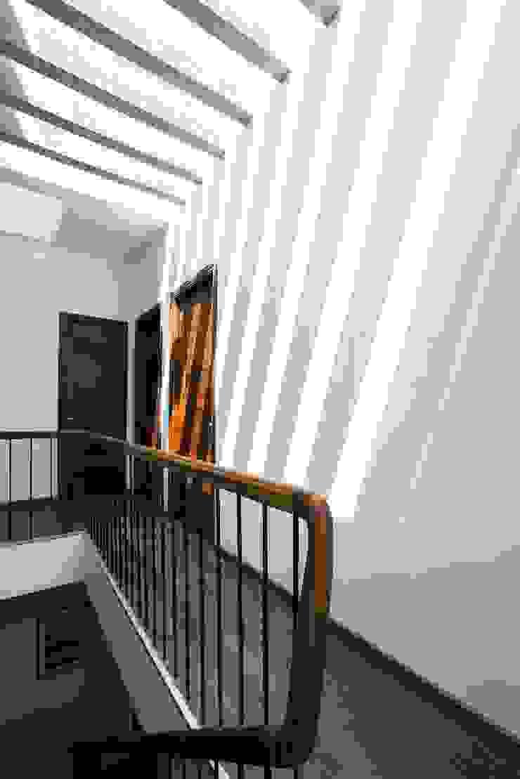 Hành lang và nhà vệ sinh Hành lang, sảnh & cầu thang phong cách hiện đại bởi Công ty TNHH Xây Dựng TM – DV Song Phát Hiện đại