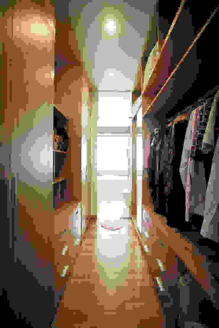 Mẫu Nhà 3 Tầng 6x13m Hướng Tây Có Thiết Kế Mặt Tiền Đẹp, Chắn Nắng Phòng thay đồ phong cách hiện đại bởi Công ty TNHH Xây Dựng TM – DV Song Phát Hiện đại