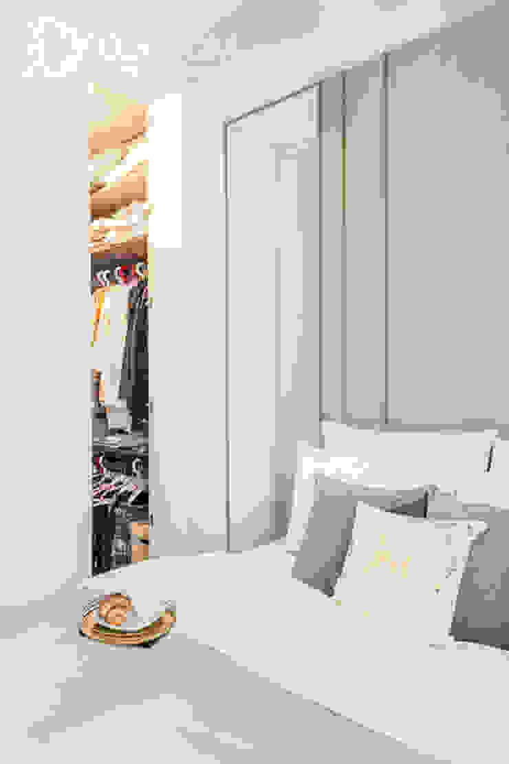 Modern style bedroom by Decoroom Modern