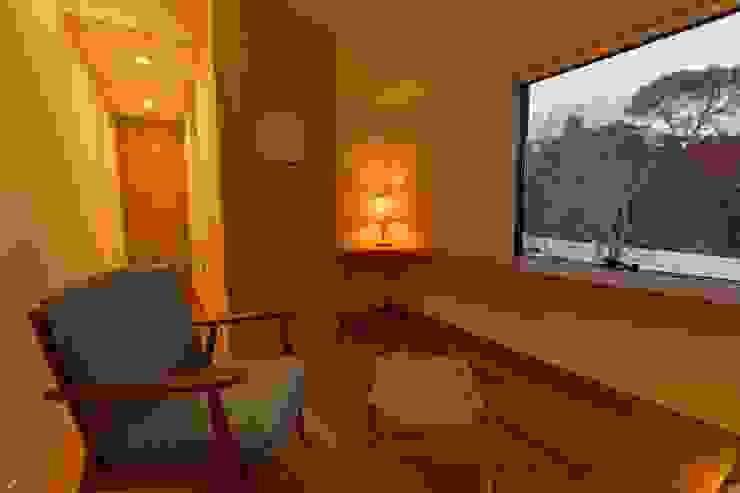 Modern hotels by Mimasis Design/ミメイシス デザイン Modern