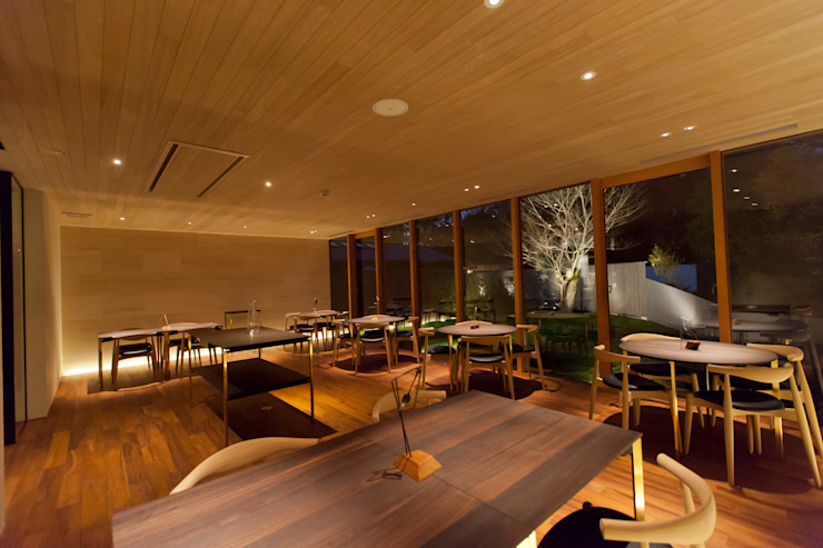 Gastronomie moderne par Mimasis Design/ミメイシス デザイン Moderne Bois Effet bois