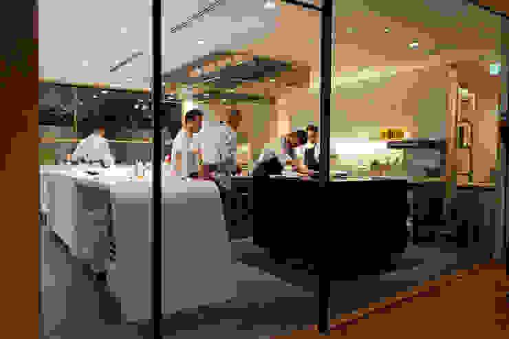 akordu [アコルドゥ] Restaurant モダンなレストラン の Mimasis Design/ミメイシス デザイン モダン タイル