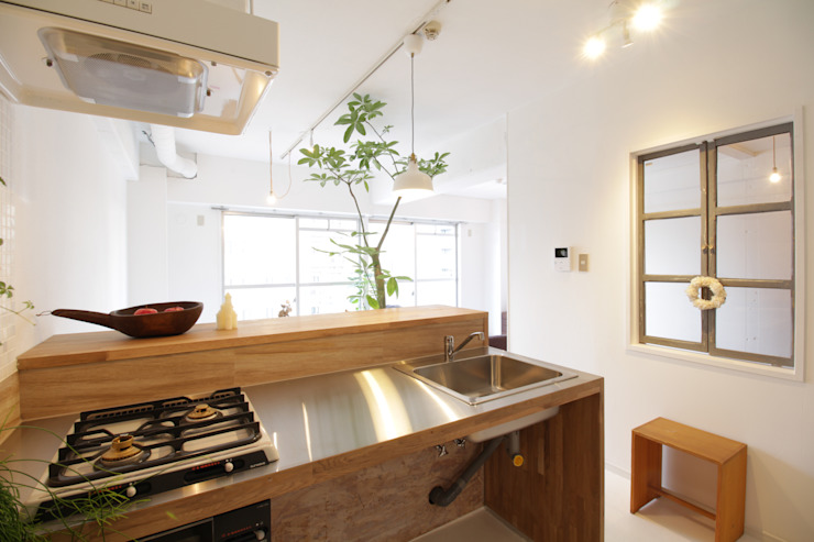 Modern kitchen by Mimasis Design/ミメイシス デザイン Modern Iron/Steel