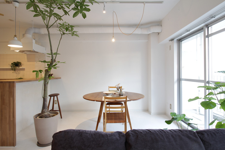 Modern dining room by Mimasis Design/ミメイシス デザイン Modern Concrete