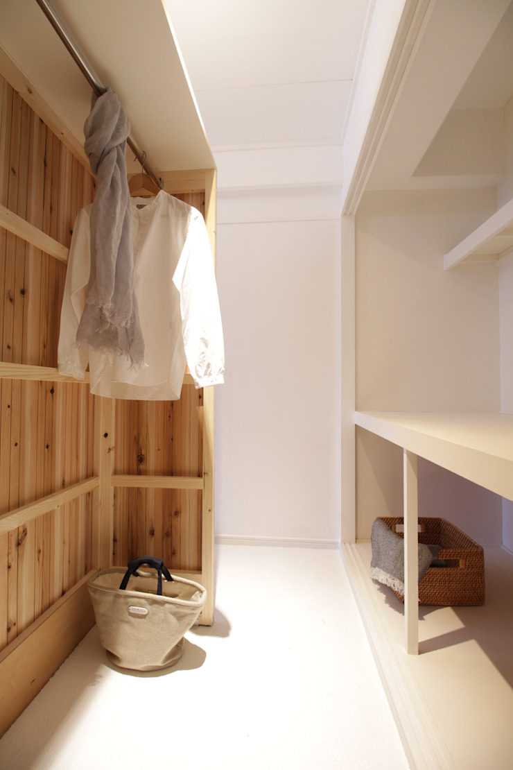 Modern dressing room by Mimasis Design/ミメイシス デザイン Modern Wood Wood effect