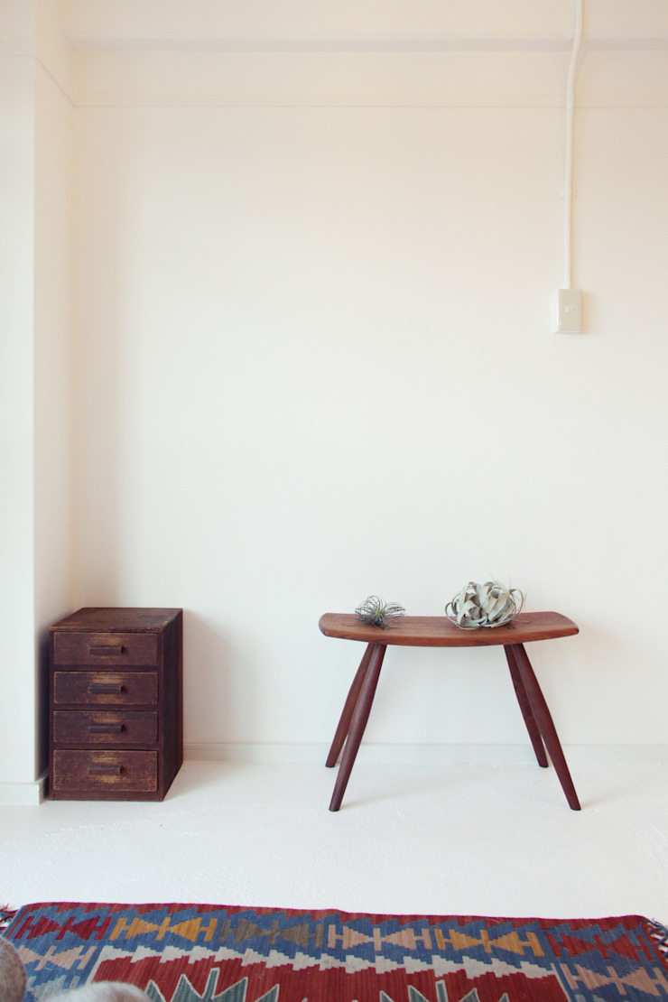 Rustic style walls & floors by Mimasis Design/ミメイシス デザイン Rustic Concrete