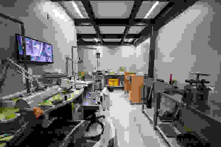 Studio di Segni Modern study/office