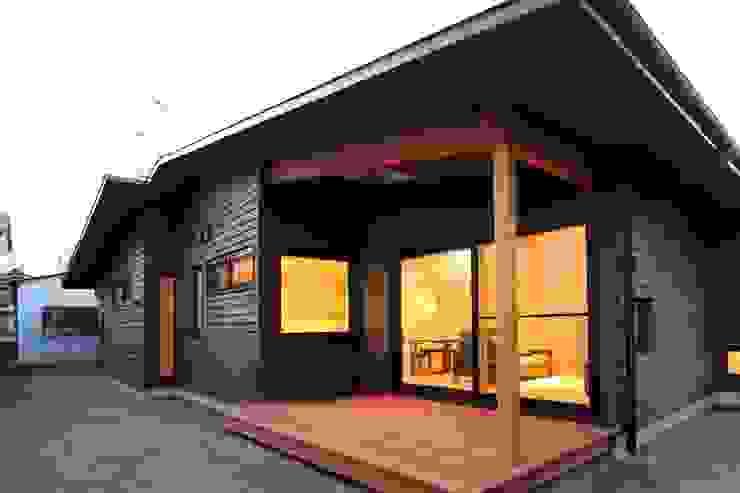 Casas asiáticas de 一級建築士事務所 アトリエ カムイ Asiático Madera Acabado en madera