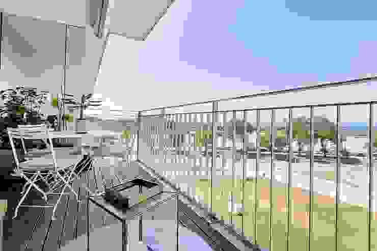 Balcones y terrazas de estilo escandinavo de SHI Studio, Sheila Moura Azevedo Interior Design Escandinavo