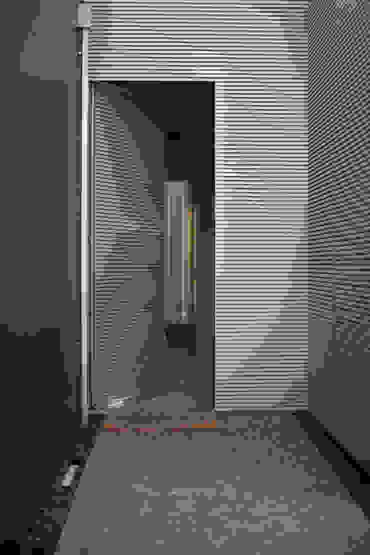 Puertas modernas de SHI Studio, Sheila Moura Azevedo Interior Design Moderno