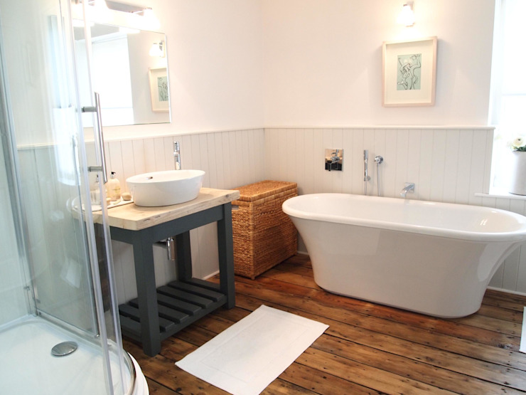 Country Style Bathroom:  Bathroom by DeVal Bathrooms,