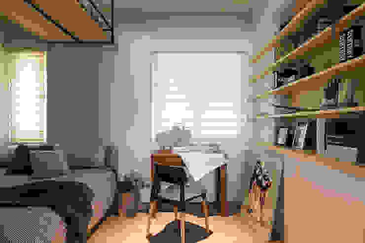 Estudios y oficinas estilo escandinavo de 辰林設計 Escandinavo