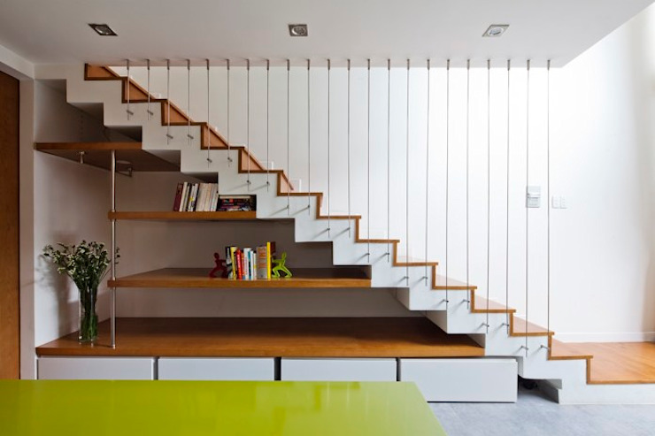 Thiết kế và hoàn thiện nội thất nhà phố đẹp:  Cầu thang by Công ty TNHH Xây Dựng TM – DV Song Phát,