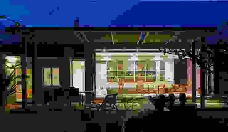 Studio moderno di The Matrix Urban Designers and Architects Moderno