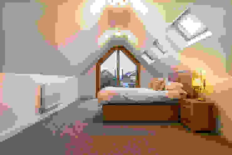 Oak Framed extension Modern style bedroom by John Gauld Photography Modern