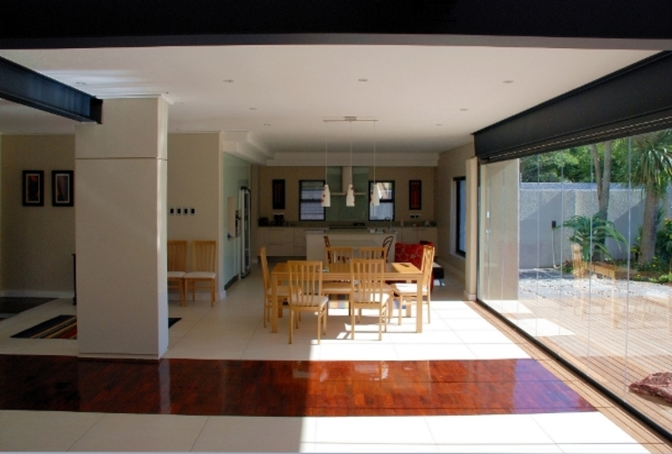 Renovations to House Crawse Modern dining room by The Matrix Urban Designers and Architects Modern