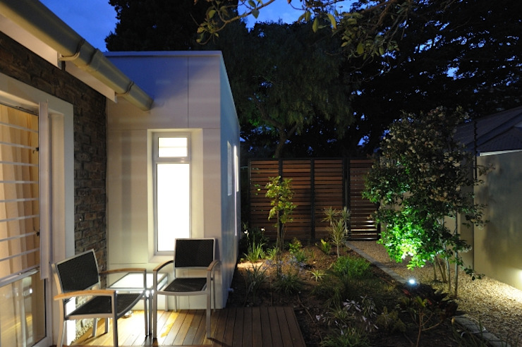 Renovations to Gardenview Guest House Modern Garden by The Matrix Urban Designers and Architects Modern
