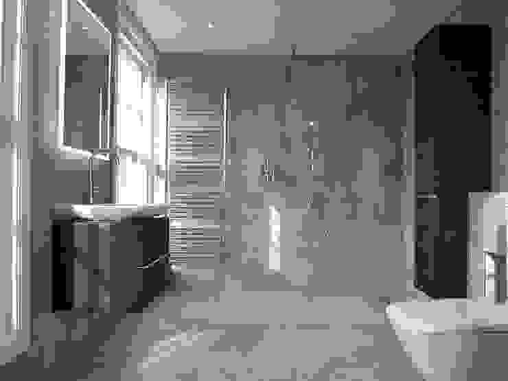 Exquisite Shower Room:  Bathroom by DeVal Bathrooms, Modern
