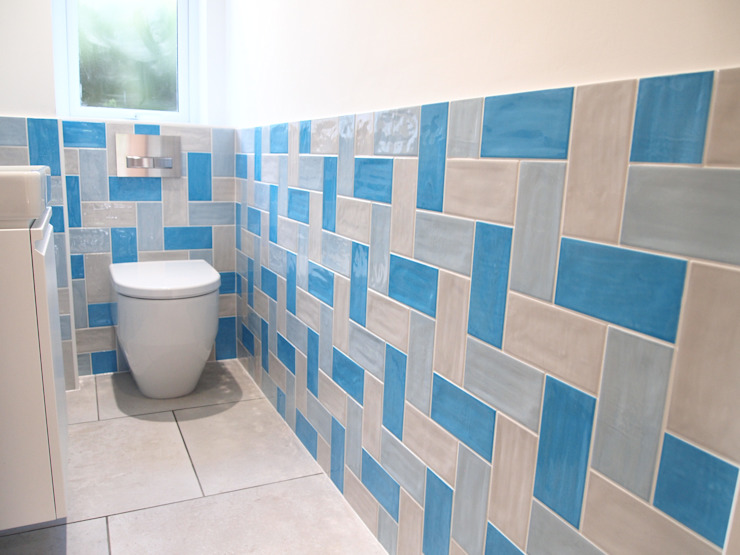 Baños de estilo  por DeVal Bathrooms
