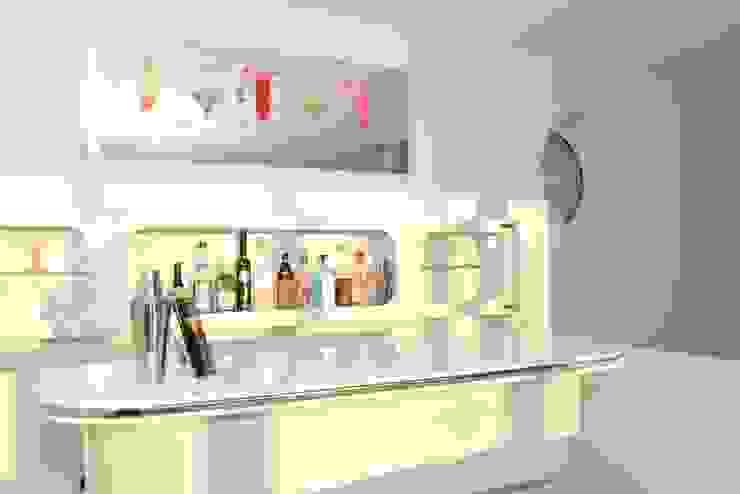 Hand made bar Salones eclécticos de Roundhouse Architecture Ltd Ecléctico Madera Acabado en madera