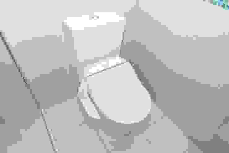 Toilet Baños eclécticos de Roundhouse Architecture Ltd Ecléctico