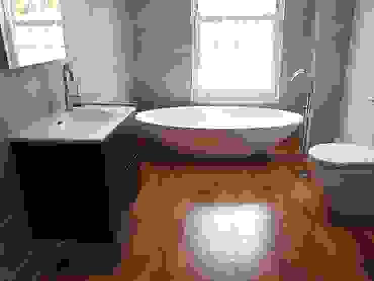 حمام تنفيذ DeVal Bathrooms, حداثي