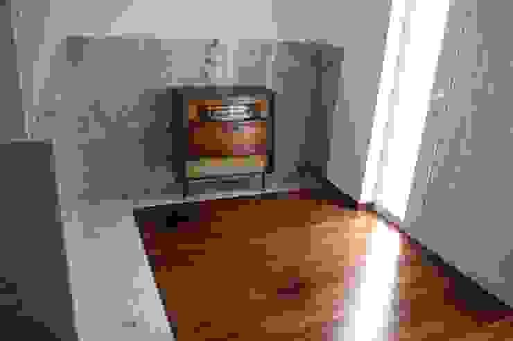 ENTRADA Atelier OSO Corredores, halls e escadas minimalistas Madeira maciça Acabamento em madeira