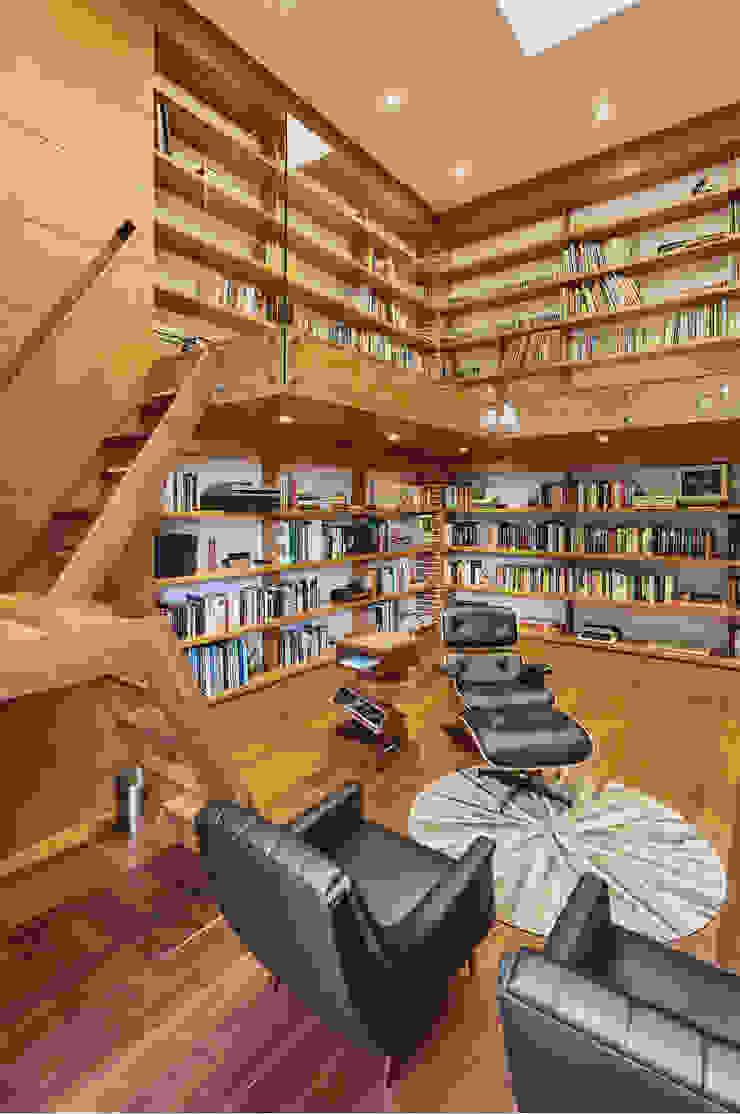CASA ALCAPANI - Biblioteca - Estudios y despachos de estilo clásico de FR ARQUITECTURA S.A.S. Clásico