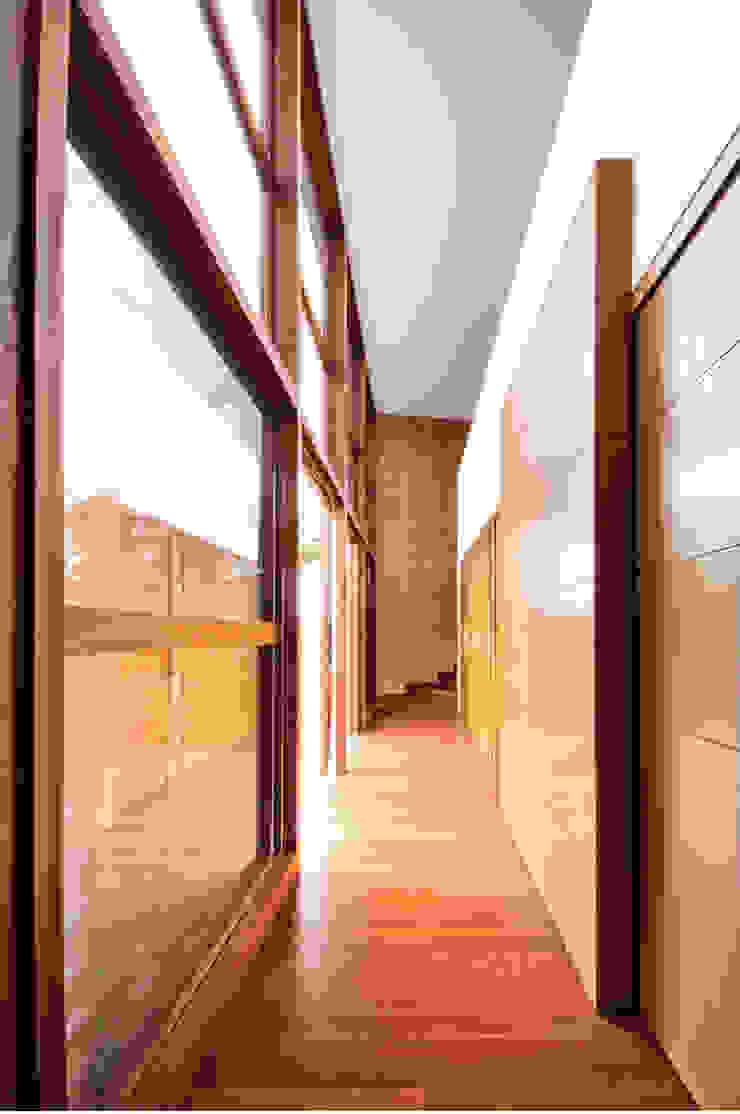 CASA ALCAPANI Pasillos, vestíbulos y escaleras de estilo clásico de FR ARQUITECTURA S.A.S. Clásico