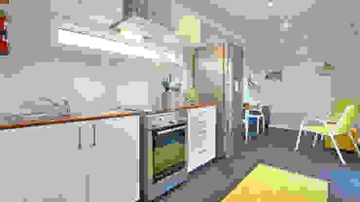 現代廚房設計點子、靈感&圖片 根據 Umnyama Ikhaya 現代風