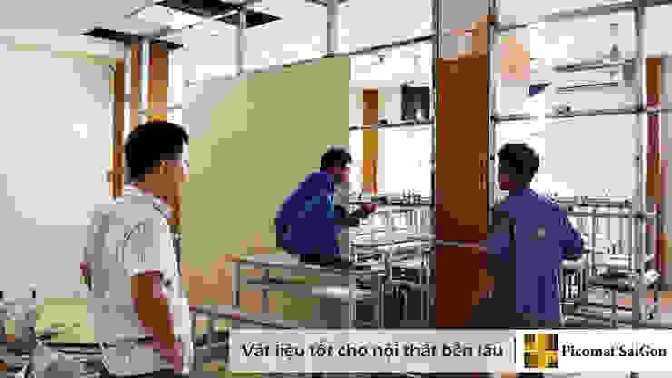 Giai đoạn thi công vách ngăn để ngăn phòng học và hành lang bởi Picomat Sài Gòn