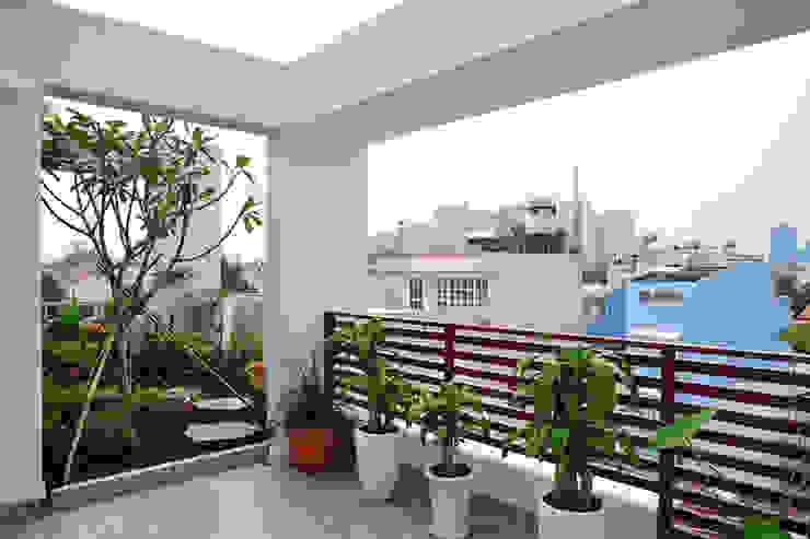 Cây xanh xuất hiện ở mọi nơi Hiên, sân thượng phong cách hiện đại bởi Công ty TNHH Xây Dựng TM – DV Song Phát Hiện đại