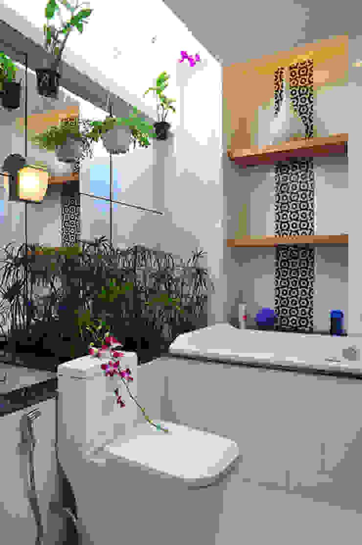 Modern bathroom by Công ty TNHH Xây Dựng TM – DV Song Phát Modern