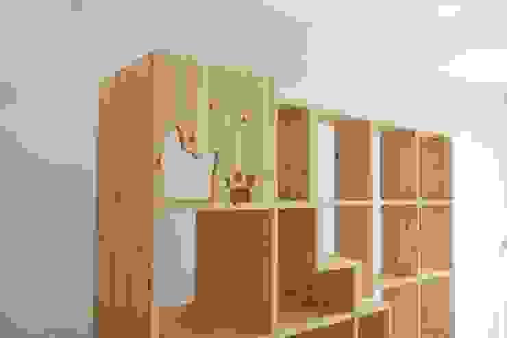 친환경 원목캣타워: (주)위드인디자인의 현대 ,모던