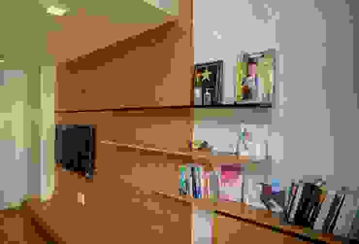 Giá sách được thiết kế cách điệu. Phòng ngủ phong cách châu Á bởi Công ty TNHH TK XD Song Phát Châu Á Đồng / Đồng / Đồng thau