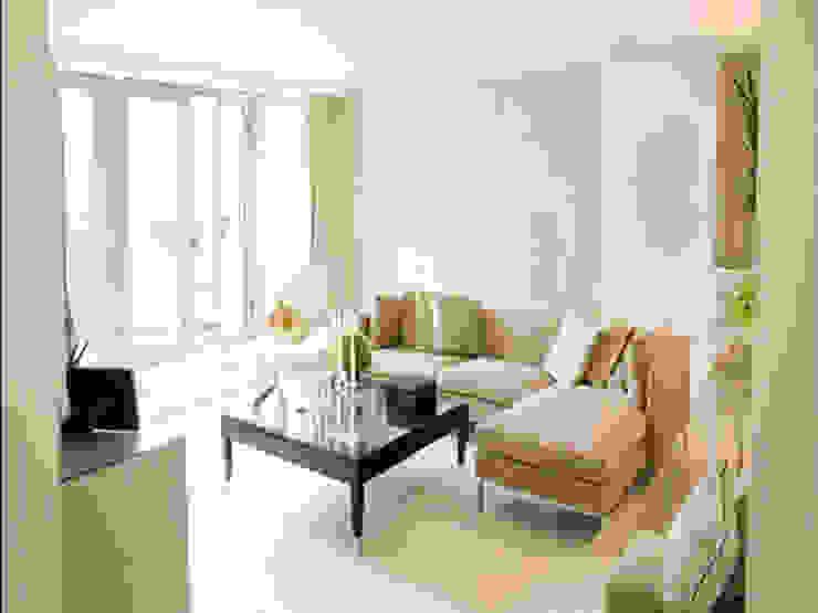 Phòng khách được bài trí đơn giản với bộ sofa nhỏ gọn. Phòng khách phong cách tối giản bởi Công ty TNHH TK XD Song Phát Tối giản Đồng / Đồng / Đồng thau