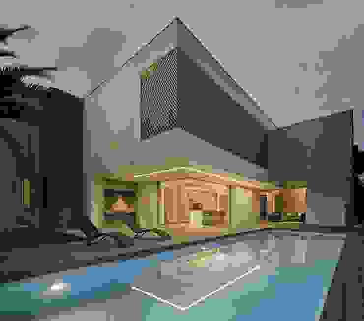 Vivienda ZüV Piscinas de estilo moderno de Tomás Amat Estudio de Arquitectura Moderno