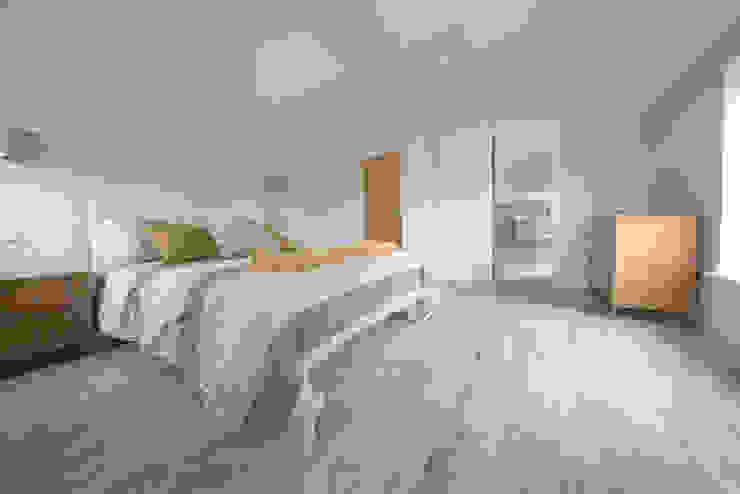 Coastal Rebuild: Pebbleshore Wood Effect Porcelain Quorn Stone Skandinavische Schlafzimmer Fliesen