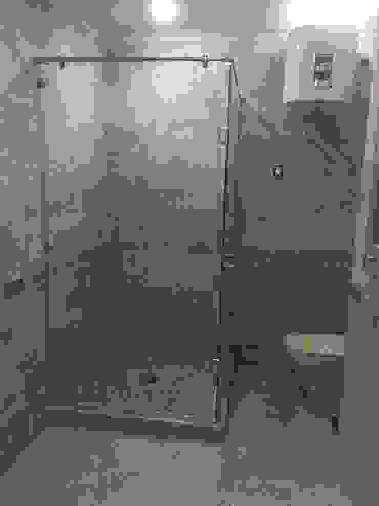 main toilet Modern Bathroom by Vertex Design Modern Glass