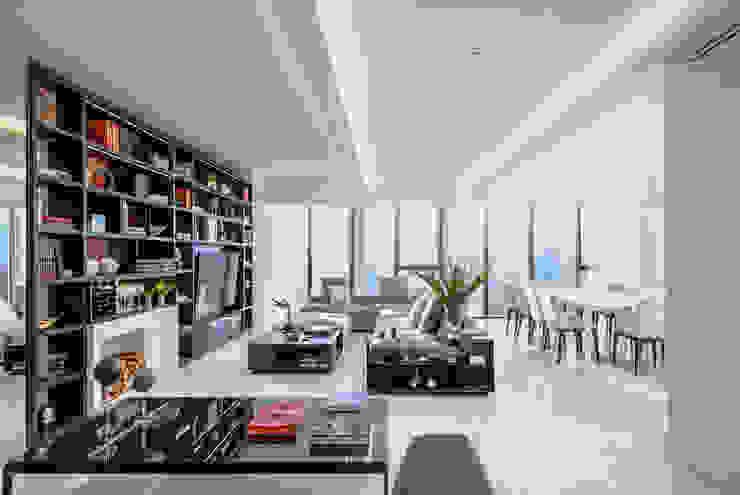 Ruang Keluarga Modern Oleh NIVEL TRES ARQUITECTURA Modern Marmer