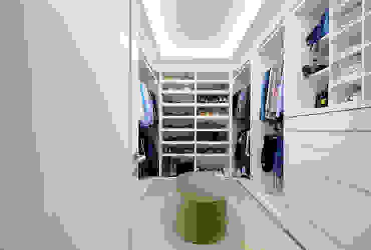 NIVEL TRES ARQUITECTURA Modern dressing room Wood Beige