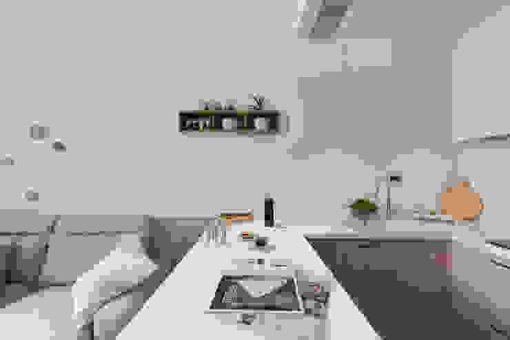 Muebles de cocinas de estilo  por 寓子設計, Moderno