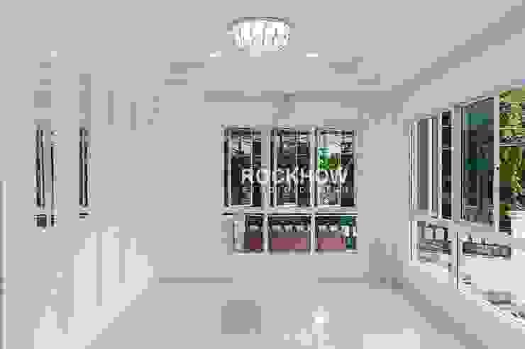 งานออกแบบตกแต่งบ้านพักอาศัย: ผสมผสาน  โดย Rockhow Studio Design, ผสมผสาน