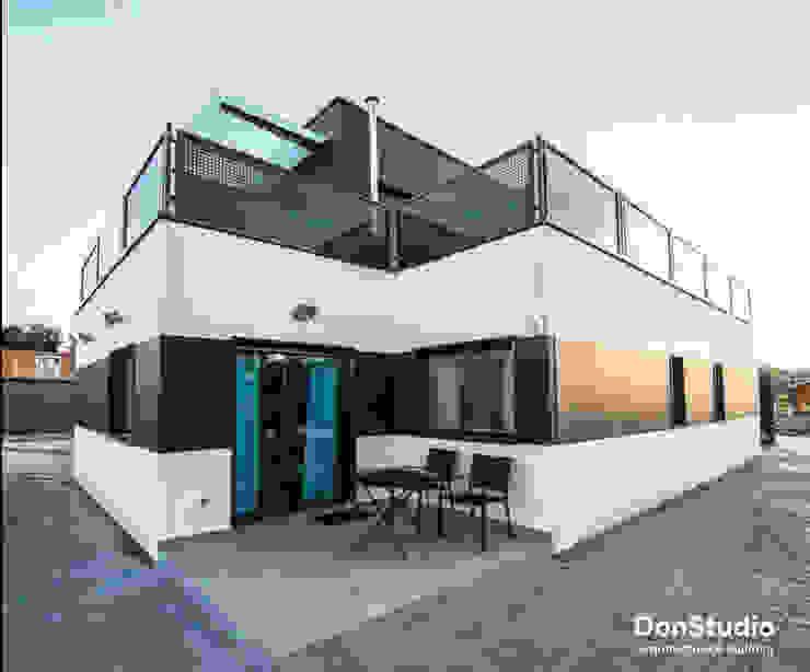 現代房屋設計點子、靈感 & 圖片 根據 DonStudio 現代風