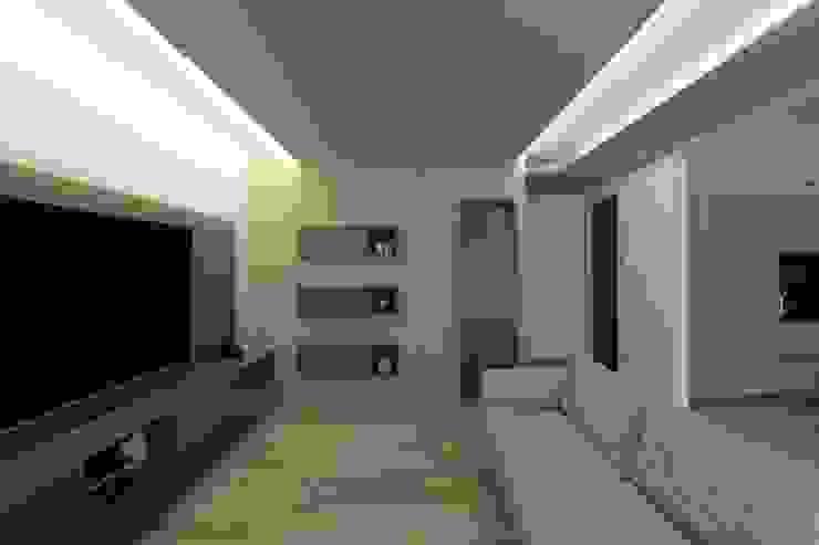 Poche modifiche, grandi cambiamenti! Soggiorno moderno di Studio di Progettazione e Design 'ARCHITÈ' Moderno