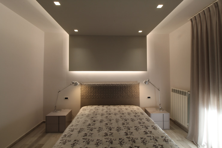 Poche modifiche, grandi cambiamenti! Camera da letto moderna di Studio di Progettazione e Design 'ARCHITÈ' Moderno